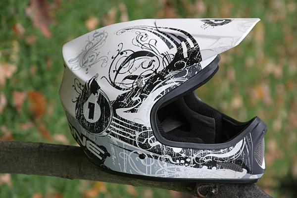 Вие разглеждате снимки от статията: 661 Evolution Helmet