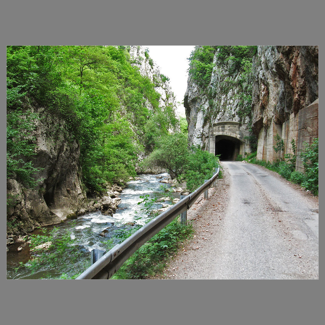 Вие разглеждате снимки от статията: До Погановския манастир и обратно